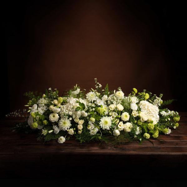 jane-luce-bouquets-deuil-dessus-cercueil-champetre-1