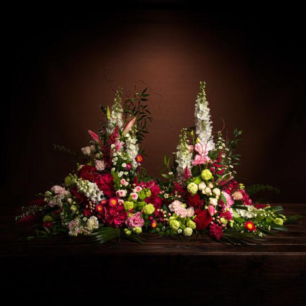 jane-luce-bouquets-deuil-devant-tombe-structure-1