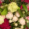 jane-luce-bouquets-deuil-devant-tombe-structure-2